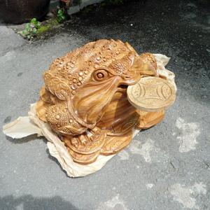Tượng gỗ cóc - thiềm thừ bằng gỗ xá xị