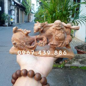 Tượng Phật Di Lặc để xe ô tô gỗ ngọc am