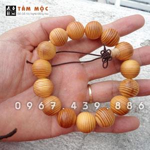 Vòng đeo tay gỗ huyết long