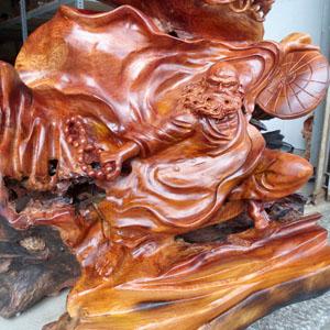 Tượng Đạt Ma gỗ hương đẹp độc lạ