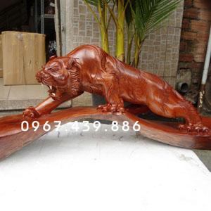 Tượng hổ bằng gỗ hương