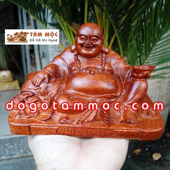 Phật Di Lặc để xe ô tô gỗ hương