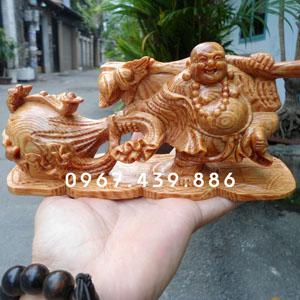 Tượng Phật Di Lặc gỗ huyết long để xe hơi