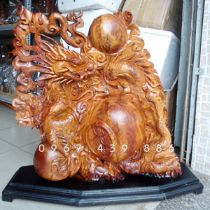 Tượng rồng ôm ngọc trấn chum tiền bằng gỗ hương