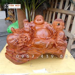 Tượng gỗ Phật Di Lặc cầm gậy như ý gỗ hương