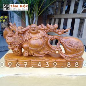 Phật Di Lặc kéo bao tiền bằng gỗ hương