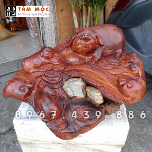 Tượng gỗ gia đình heo (lợn) bằng gỗ hương ta