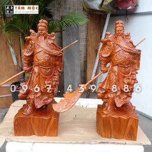 Tượng gỗ Quan Công vuốt râu gỗ hương