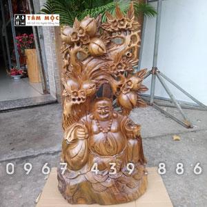 Tượng gỗ Di Lặc ngồi gốc đào bằng gỗ bách xanh