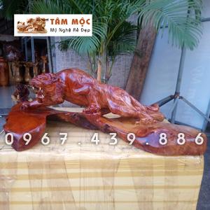 Tượng gỗ con hổ bằng gỗ hương Việt