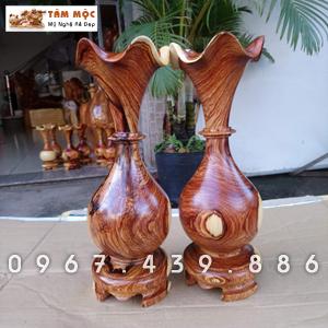 Lục bình (lộc bình) củ tỏi bằng gỗ cẩm lai