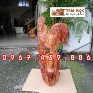 Tượng con gà trống bằng gỗ hương