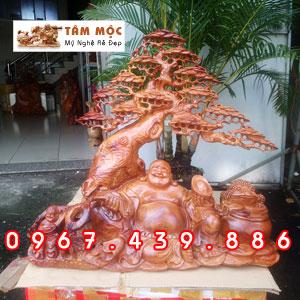 Tượng gỗ Phật Di Lặc gốc tùng