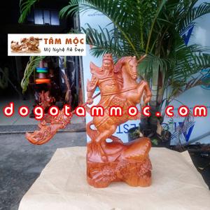 Tượng gỗ Quan Công cưỡi ngựa gỗ hương