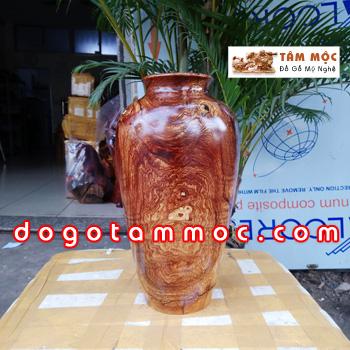 Bình gỗ cẩm chỉ vân chun độc đáo