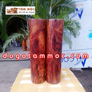 Cặp trụ bằng gỗ cẩm chỉ vân chun độc đáo