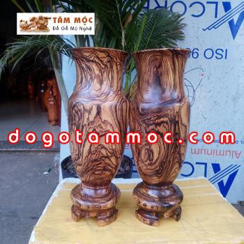 Cặp lọ hoa bằng gỗ cẩm sừng độc lạ