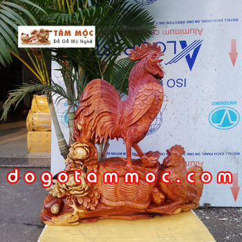 Tượng gia đình gà gỗ hương đẹp lạ
