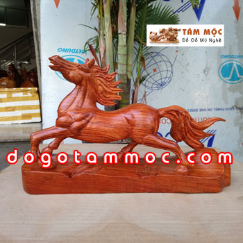 Tượng ngựa gỗ phong thủy