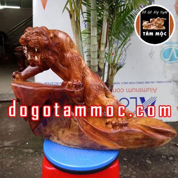 Tượng hổ thế đẹp độc lạ gỗ hương Việt