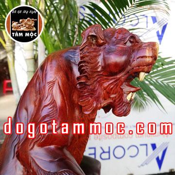 Tượng con hổ bằng gỗ hương Việt thế đẹp độc lạ